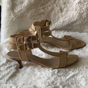STUART WEITZMAN ✨ Khaki Kitten-heel sandal